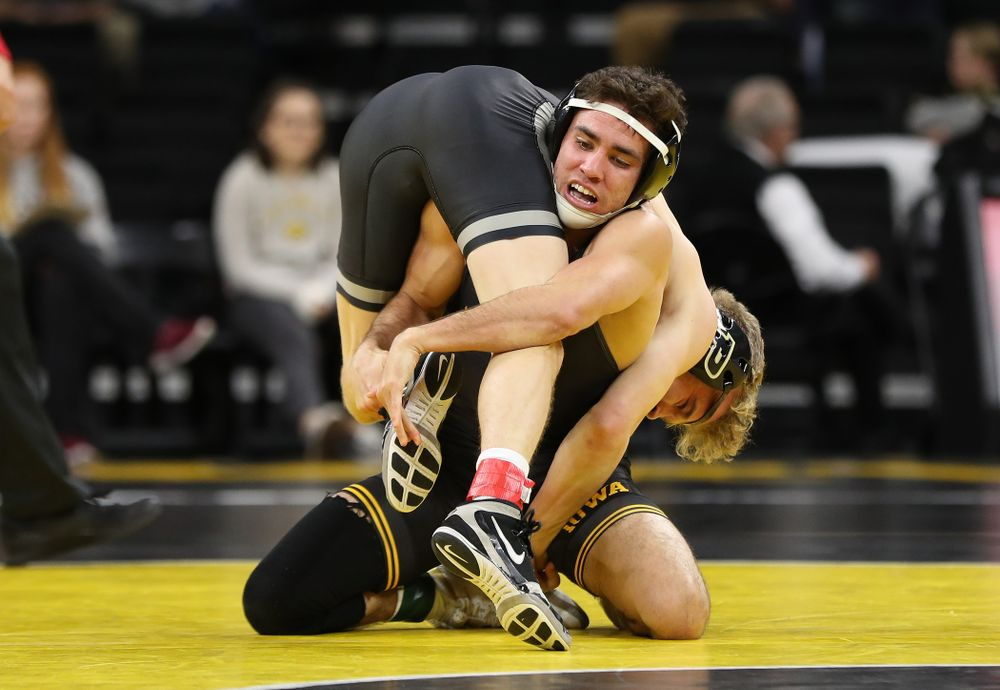 Iowa's Perez Perez wrestles Purdue's Devin Shroder at 125 pounds Saturday, November 24, 2018 at Carver-Hawkeye Arena. (Brian Ray/hawkeyesports.com)