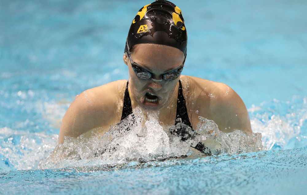 Iowa's Lexi Horner competes in the 400-yard IM during the third day of the Hawkeye Invitational at the Campus Recreation and Wellness Center on November 16, 2018. (Tork Mason/hawkeyesports.com)
