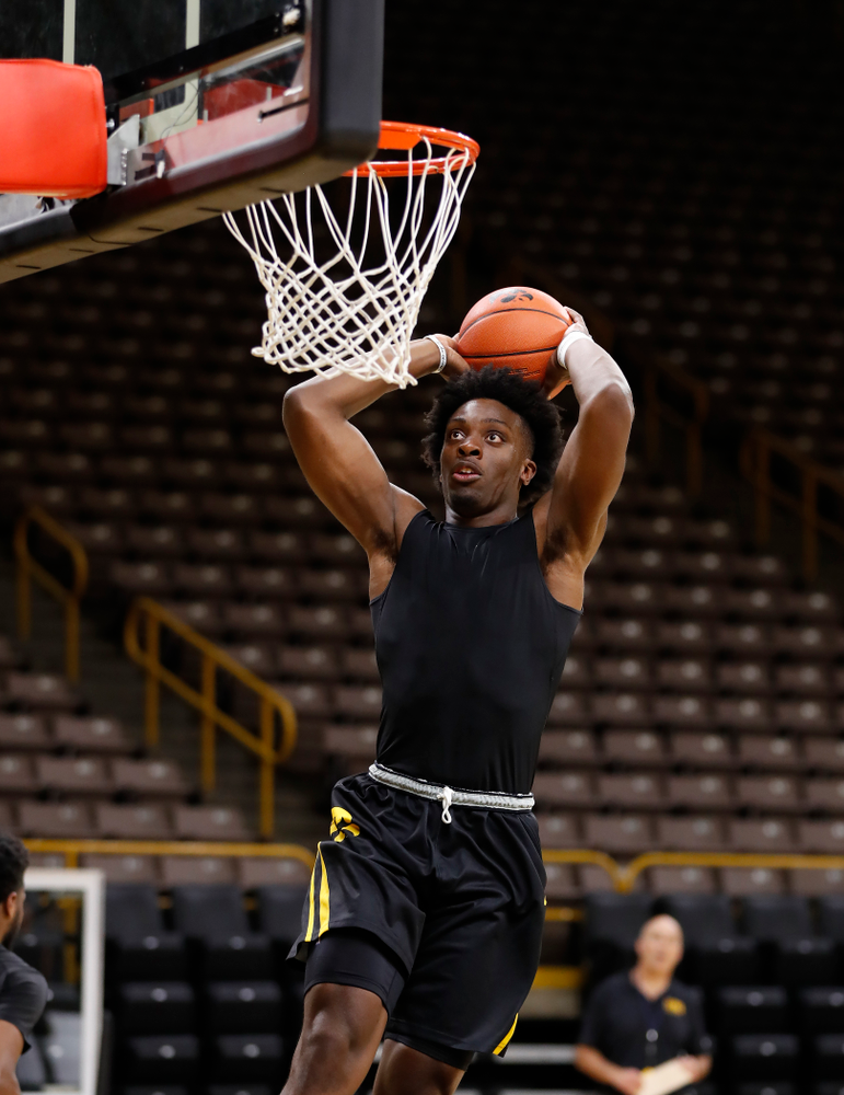 Iowa Hawkeyes forward Tyler Cook (25) goes to the hoop during the first practice of the season Monday, October 1, 2018 at Carver-Hawkeye Arena. (Brian Ray/hawkeyesports.com)