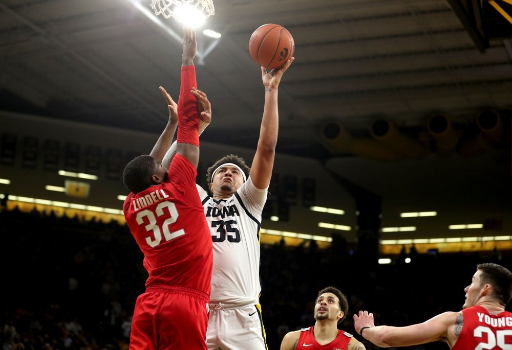 Iowa Hawkeyes forward Cordell Pemsl (35) goes to the hoop against the Ohio State Buckeyes Thursday, February 20, 2020 at Carver-Hawkeye Arena. (Brian Ray/hawkeyesports.com)