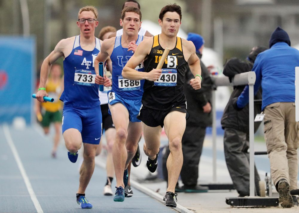 Iowa's Carter Lilly runs the men's sprint medley relay event during the third day of the Drake Relays at Drake Stadium in Des Moines on Saturday, Apr. 27, 2019. (Stephen Mally/hawkeyesports.com)