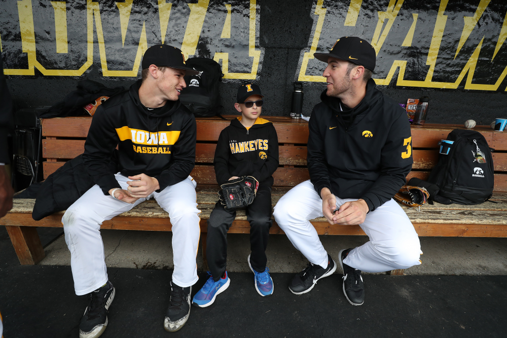 Iowa Hawkeyes Jack Dreyer (33) and Connor McCaffery (30) talk with Garret Nichols after his first pitch before the Iowa Hawkeyes game against Michigan State Sunday, May 12, 2019 at Duane Banks Field. (Brian Ray/hawkeyesports.com)