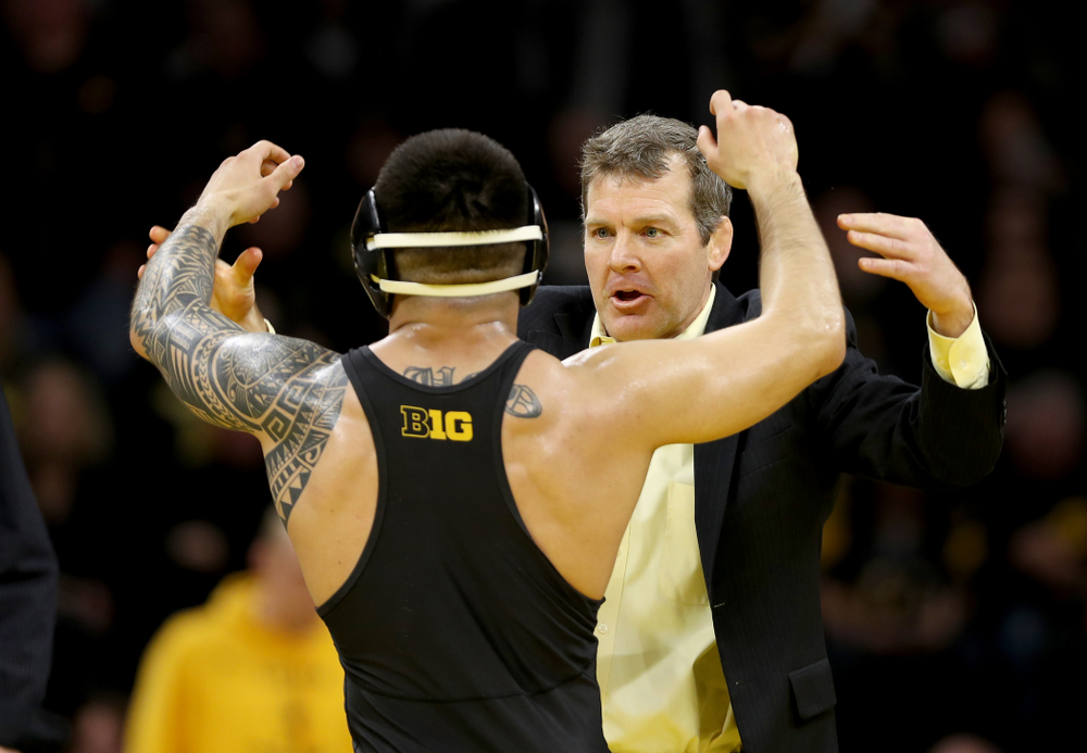 Head Coach Tom Brands works with Iowa's Pat Lugo as he wrestles Ohio State's Sammy Sasso at 149 pounds Friday, January 24, 2020 at Carver-Hawkeye Arena. Sasso won the match with a 2-1 in overtime. (Brian Ray/hawkeyesports.com)