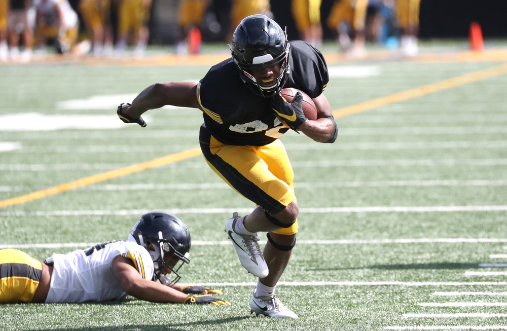Iowa Hawkeyes wide receiver Calvin Lockett (82)