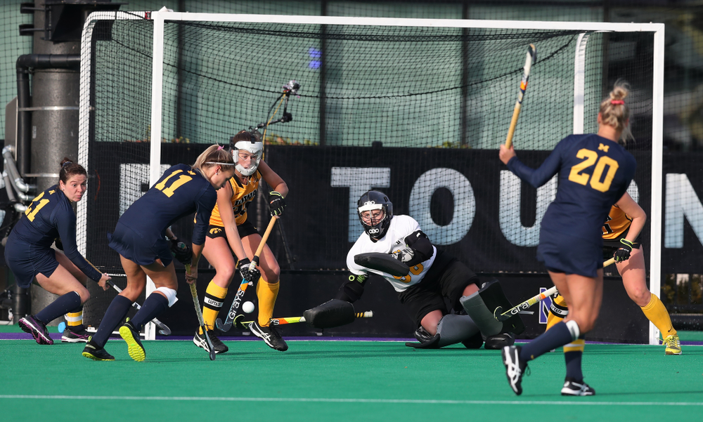 Iowa Hawkeyes Sophie Sunderland (20) defends a penalty corner against the Michigan Wolverines in the semi-finals of the Big Ten Tournament Friday, November 2, 2018 at Lakeside Field on the campus of Northwestern University in Evanston, Ill. (Brian Ray/hawkeyesports.com)