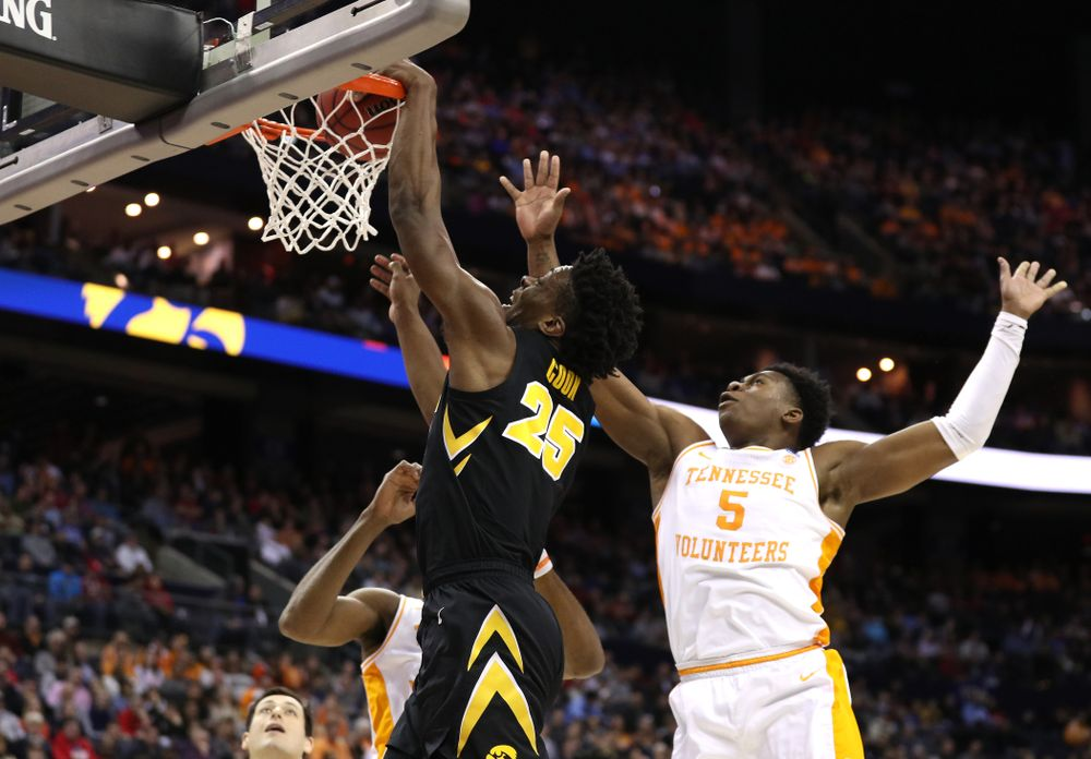 Iowa Hawkeyes forward Tyler Cook (25) against the Tennessee Volunteers in the second round of the 2019 NCAA Men's Basketball Tournament Sunday, March 24, 2019 at Nationwide Arena in Columbus, Ohio. (Brian Ray/hawkeyesports.com)