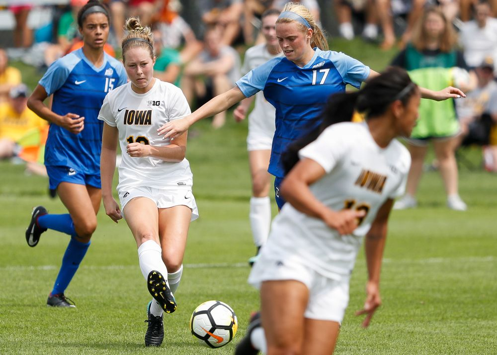 Iowa Hawkeyes midfielder Natalie Winters (10)