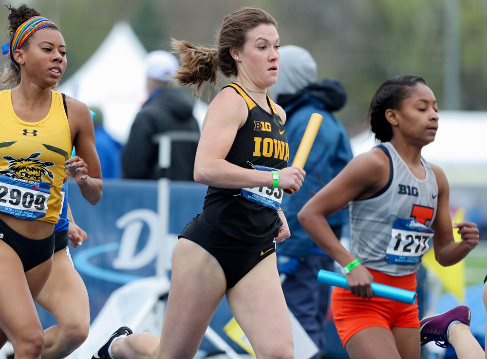 Iowa's Lindsay Welker runs the women's distance medley relay event during the third day of the Drake Relays at Drake Stadium in Des Moines on Saturday, Apr. 27, 2019. (Stephen Mally/hawkeyesports.com)