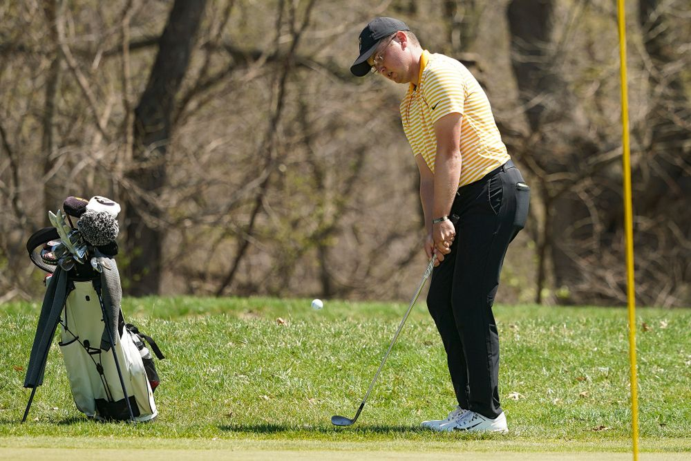 Iowa's Matthew Walker chips onto the green during the third round of the Hawkeye Invitational at Finkbine Golf Course in Iowa City on Sunday, Apr. 21, 2019. (Stephen Mally/hawkeyesports.com)