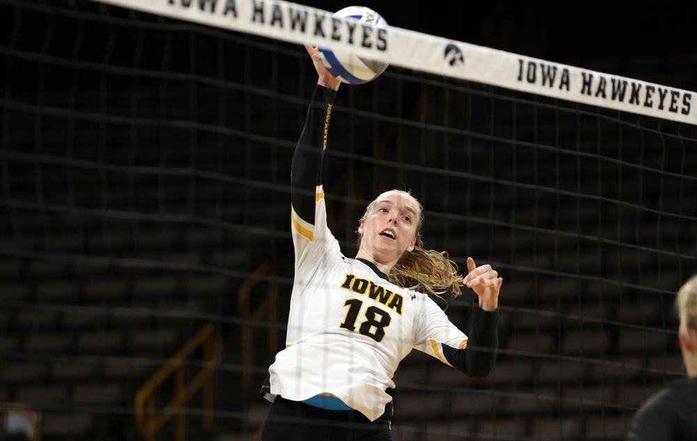 Iowa Hawkeyes middle blocker Hannah Clayton (18) against Lipscomb Friday, September 20, 2019 at Carver-Hawkeye Arena. (Brian Ray/hawkeyesports.com)