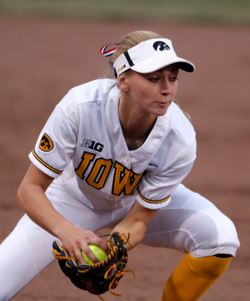 Iowa Hawkeyes infielder Aralee Bogar (2) against the Minnesota Golden Gophers  Thursday, April 12, 2018 at Bob Pearl Field. (Brian Ray/hawkeyesports.com)