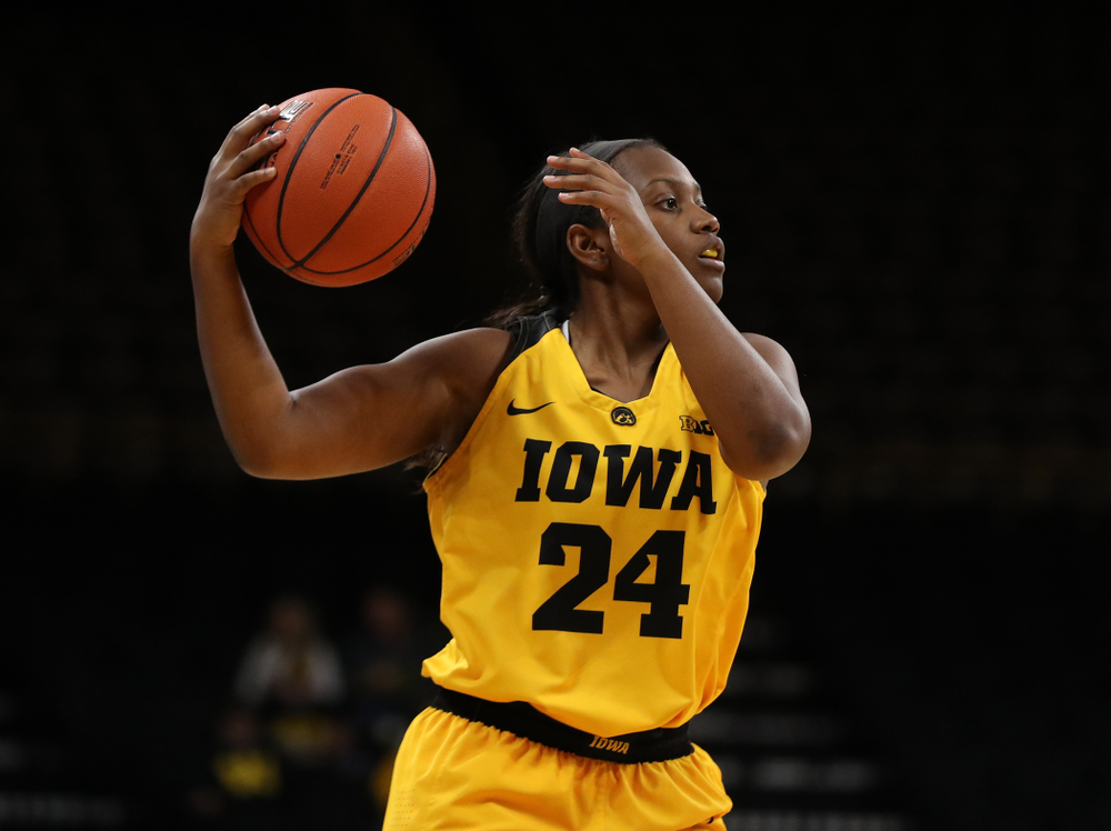 Iowa Hawkeyes guard Zion Sanders (24) against the Robert Morris Colonials Sunday, December 2, 2018 at Carver-Hawkeye Arena. (Brian Ray/hawkeyesports.com)