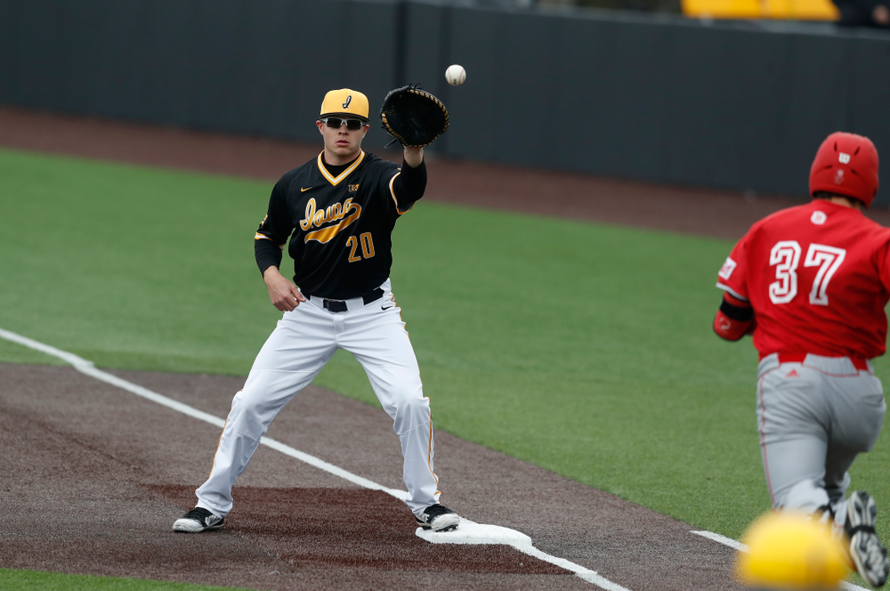 Iowa Hawkeyes catcher Austin Guzzo (20) against the Bradley Braves Wednesday, March 28, 2018 at Duane Banks Field. (Brian Ray/hawkeyesports.com)