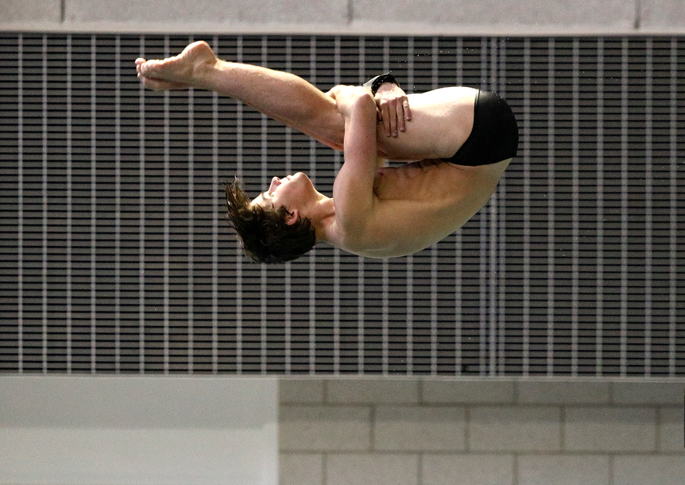 Iowa's Michael Huebner competes in the men's 3-meter diving event during their meet against Michigan State and Northern Iowa at the Campus Recreation and Wellness Center in Iowa City on Friday, Oct 4, 2019. (Stephen Mally/hawkeyesports.com)