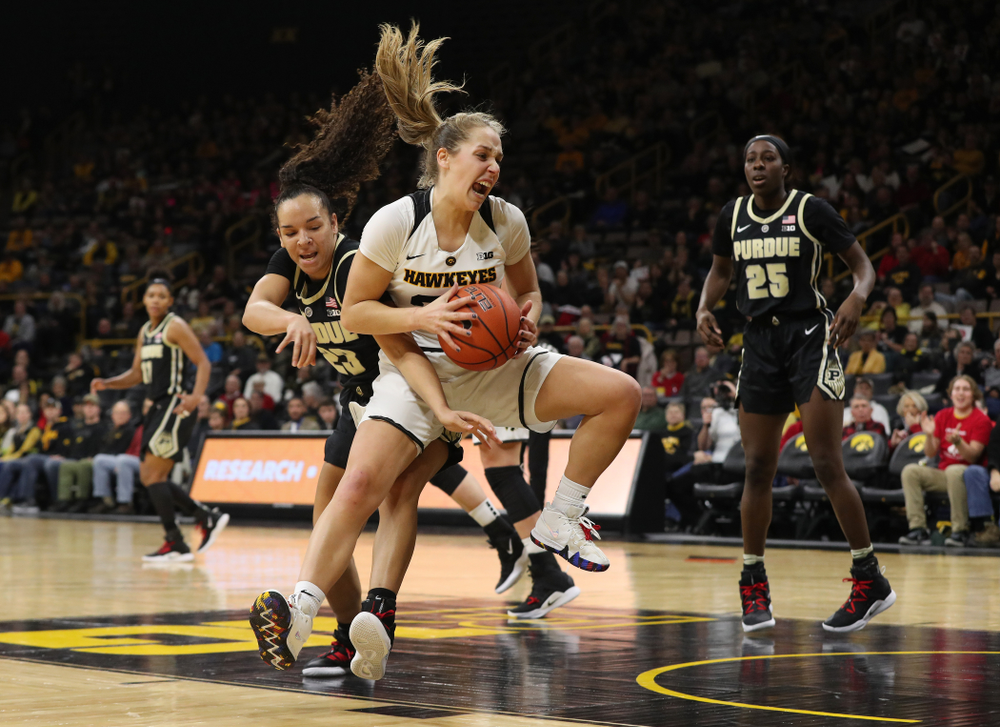 Iowa Hawkeyes guard Kathleen Doyle (22) against the Purdue Boilermakers Sunday, January 27, 2019 at Carver-Hawkeye Arena. (Brian Ray/hawkeyesports.com)