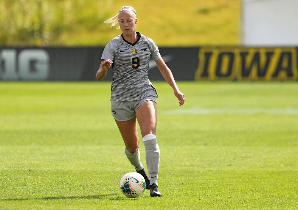 Iowa defender Samantha Cary (9) moves with the ball during the first half of their match at the Iowa Soccer Complex in Iowa City on Sunday, Sep 1, 2019. (Stephen Mally/hawkeyesports.com)
