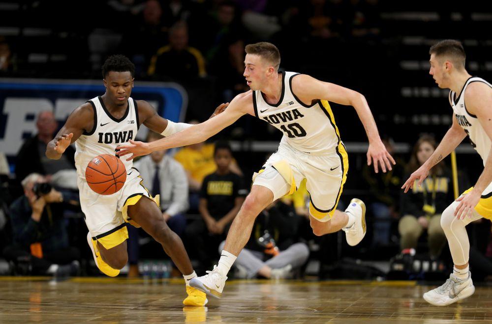 Iowa Hawkeyes guard Joe Wieskamp (10) against the Minnesota Golden Gophers Monday, December 9, 2019 at Carver-Hawkeye Arena. (Brian Ray/hawkeyesports.com)