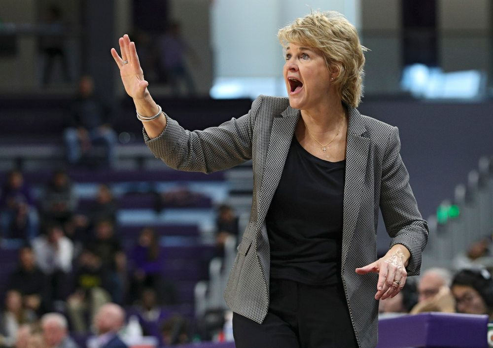 Iowa Hawkeyes head coach Lisa Bluder holds up her hand as she calls a play during the third quarter of their game at Welsh-Ryan Arena in Evanston, Ill. on Sunday, January 5, 2020. (Stephen Mally/hawkeyesports.com)