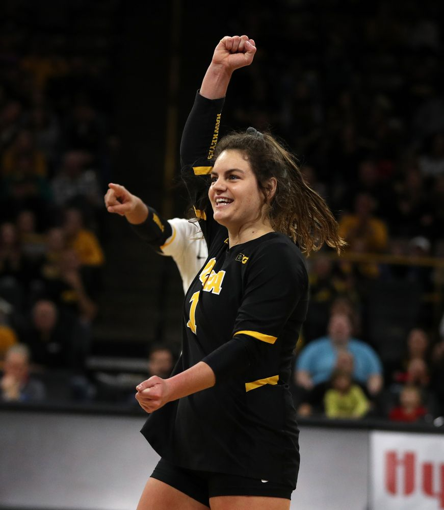 Iowa Hawkeyes defensive specialist Molly Kelly (1) against the Ohio State Buckeyes Saturday, November 24, 2018 at Carver-Hawkeye Arena. (Brian Ray/hawkeyesports.com)