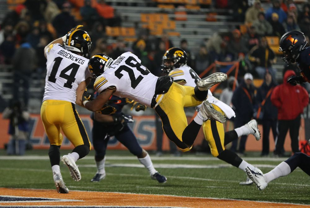 Iowa Hawkeyes running back Toren Young (28) scores a touchdown against the Illinois Fighting Illini Saturday, November 17, 2018 at Memorial Stadium in Champaign, Ill. (Brian Ray/hawkeyesports.com)