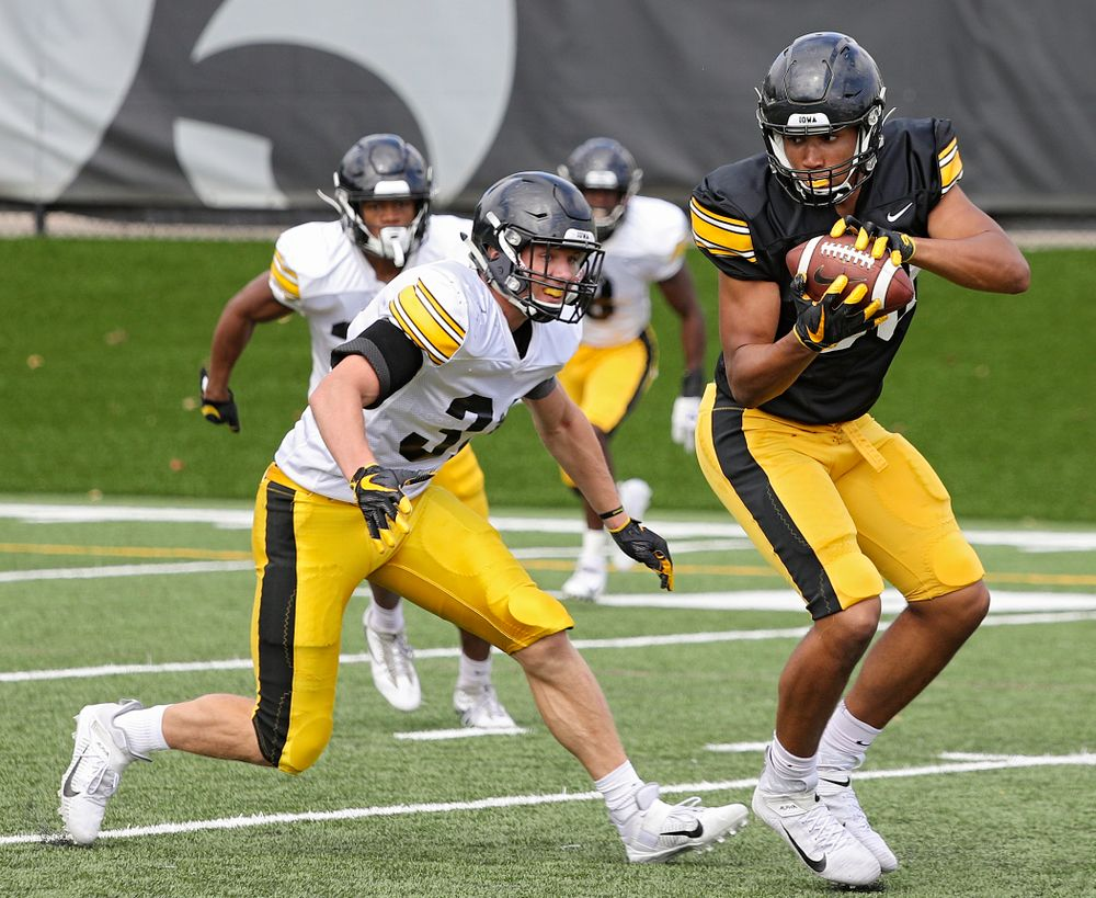 Iowa Hawkeyes tight end Josiah Miamen (right) pulls in a pass as linebacker Jack Campbell (31) closes in during Fall Camp Practice No. 11 at the Hansen Football Performance Center in Iowa City on Wednesday, Aug 14, 2019. (Stephen Mally/hawkeyesports.com)