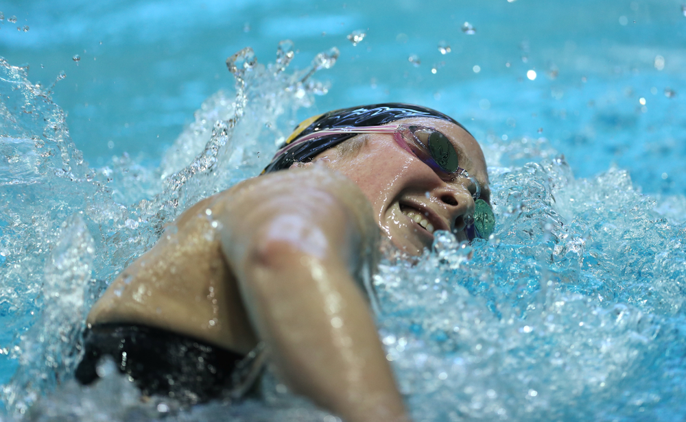 Iowa's Abby Schneider swims the 500 Yard Freestyle Thursday, November 15, 2018 during the 2018 Hawkeye Invitational at the Campus Recreation and Wellness Center. (Brian Ray/hawkeyesports.com)