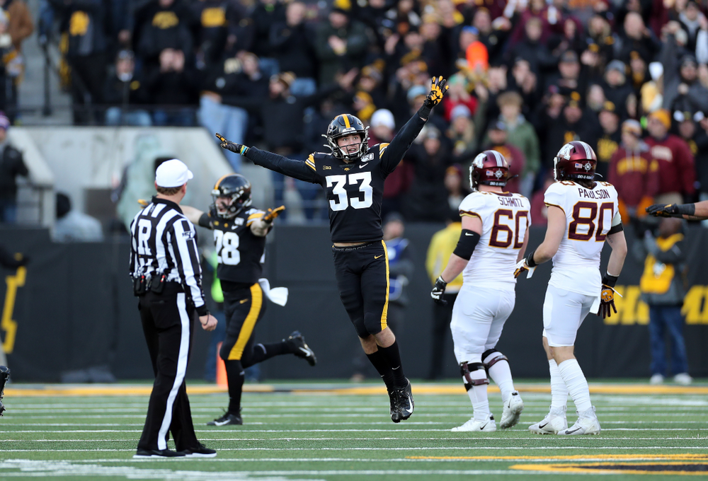 Iowa Hawkeyes defensive back Riley Moss (33) reacts to a missed field goal against the Minnesota Golden Gophers Saturday, November 16, 2019 at Kinnick Stadium. (Brian Ray/hawkeyesports.com)