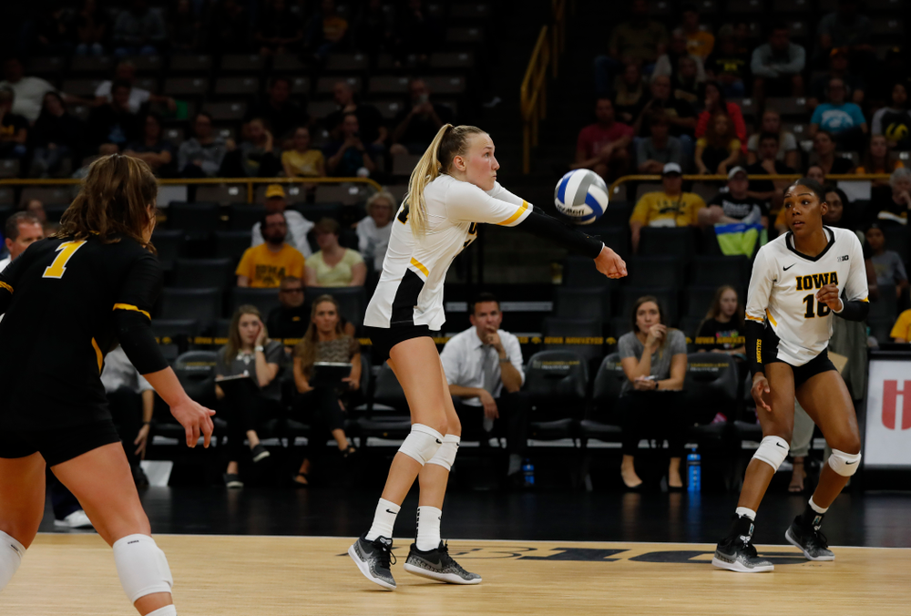 Iowa Hawkeyes outside hitter Cali Hoye (14) against the Michigan Wolverines Sunday, September 23, 2018 at Carver-Hawkeye Arena. (Brian Ray/hawkeyesports.com)