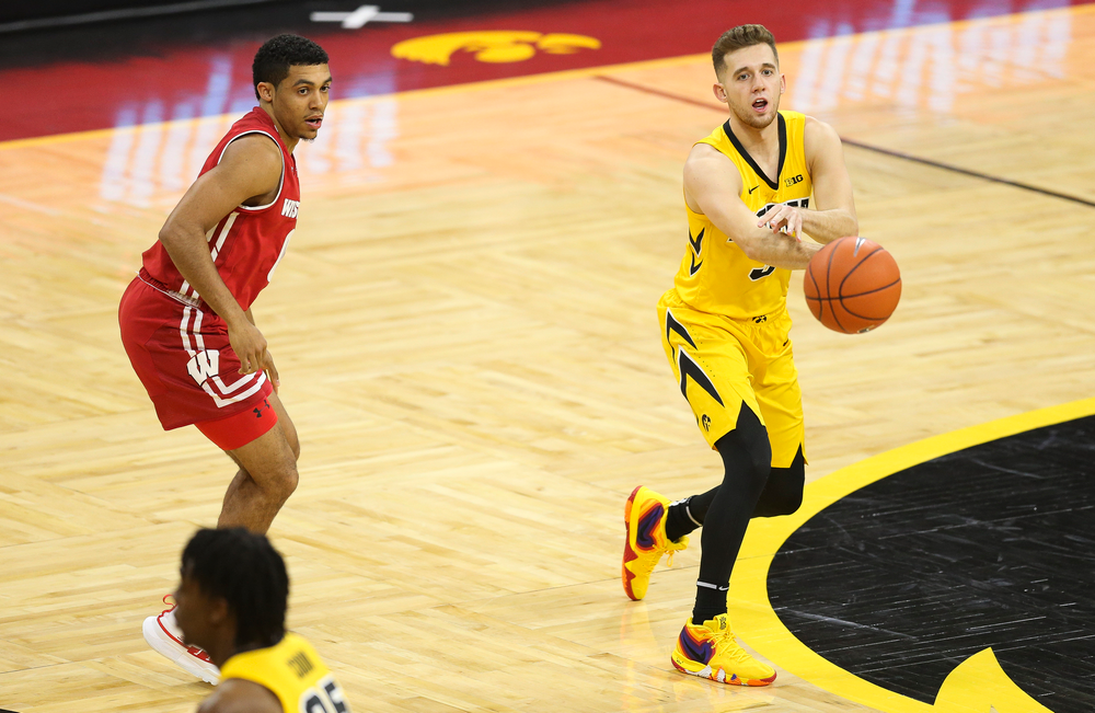 Iowa Hawkeyes guard Jordan Bohannon (3) passes the ball against Wisconsin on November 30, 2018 at Carver-Hawkeye Arena. (Tork Mason/hawkeyesports.com)