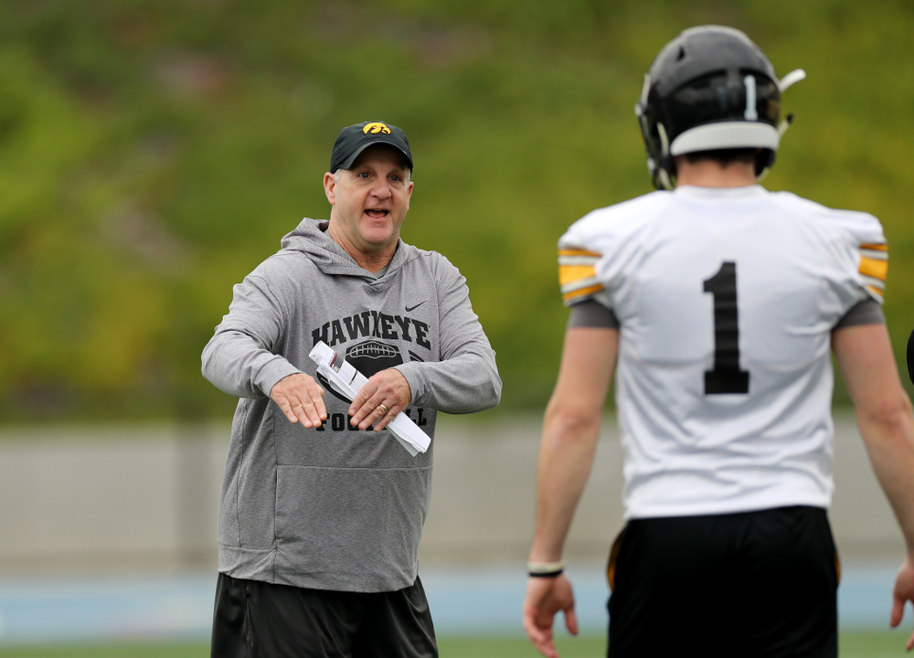 Iowa Hawkeyes defensive coordinator Phil Parker during practice Sunday, December 22, 2019 at Mesa College in San Diego. (Brian Ray/hawkeyesports.com)