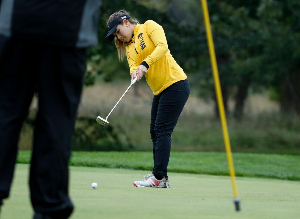 222Iowa's Manuela Lizarazu putts during the Diane Thomason Invitational at Finkbine Golf Course on September 29, 2018. (Tork Mason/hawkeyesports.com)
