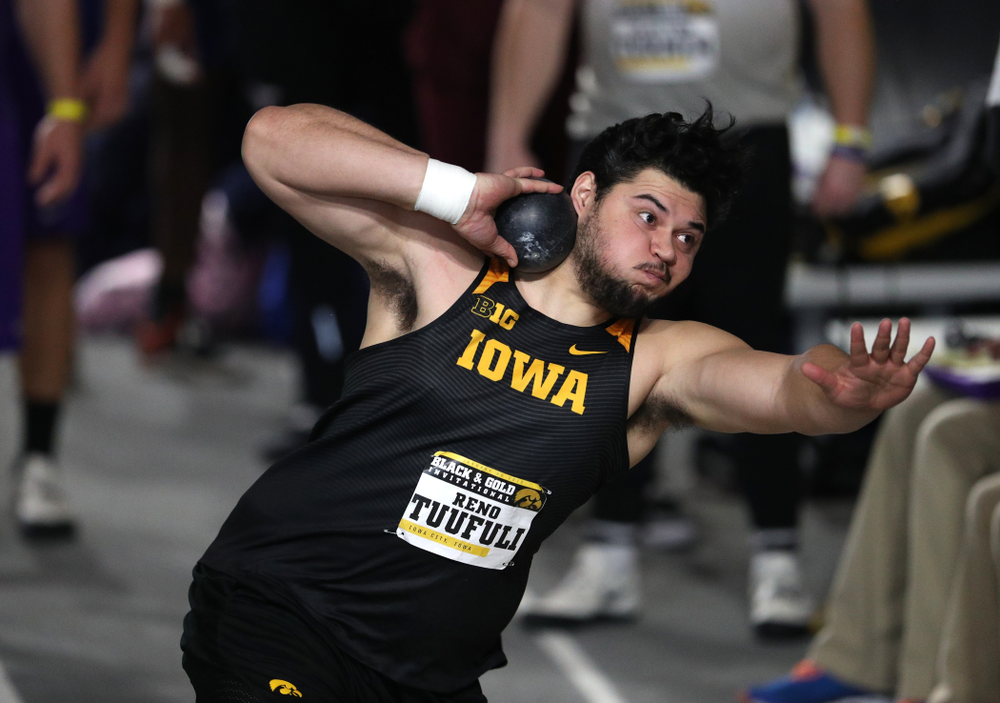 Iowa's Reno Tuufuli competes in the Shot Put during the Black and Gold Premier meet Saturday, January 26, 2019 at the Recreation Building. (Brian Ray/hawkeyesports.com)