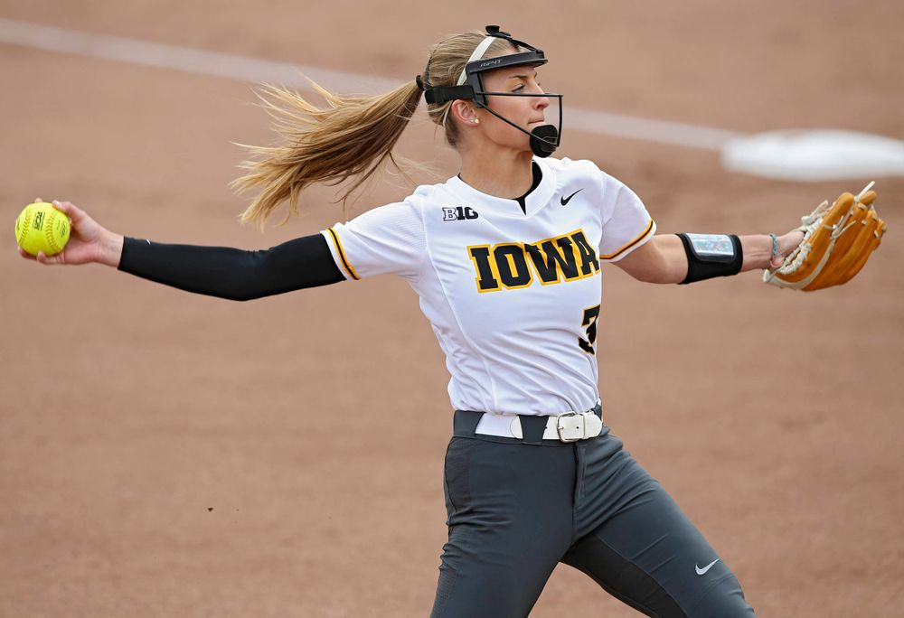 Iowa Hawkeyes Allison Doocy (3) delivers to the plate during the first inning of their Big Ten Conference softball game at Pearl Field in Iowa City on Friday, Mar. 29, 2019. (Stephen Mally/hawkeyesports.com)