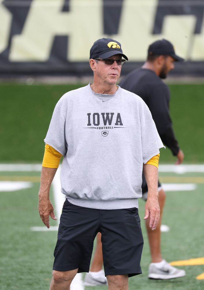 Iowa Hawkeyes quarterbacks coach Ken O'Keefe