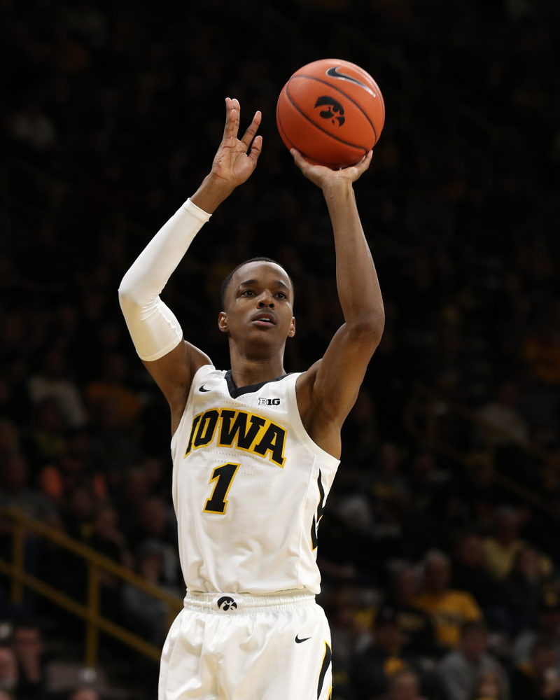 Iowa Hawkeyes guard Maishe Dailey (1) against UW Green Bay Sunday, November 11, 2018 at Carver-Hawkeye Arena. (Brian Ray/hawkeyesports.com)