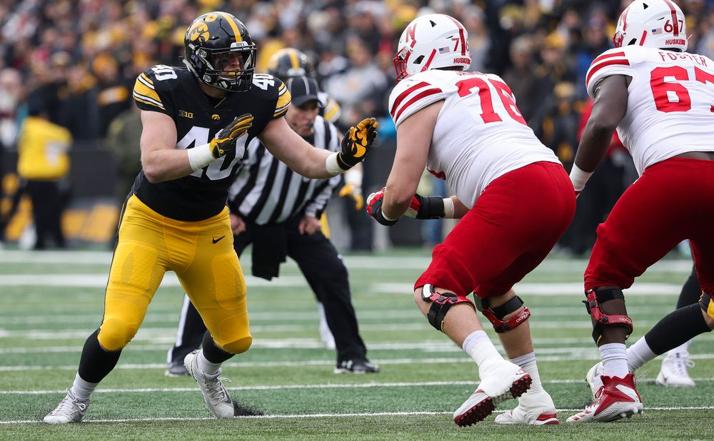 Iowa Hawkeyes defensive end Parker Hesse (40) rushes the quarterback