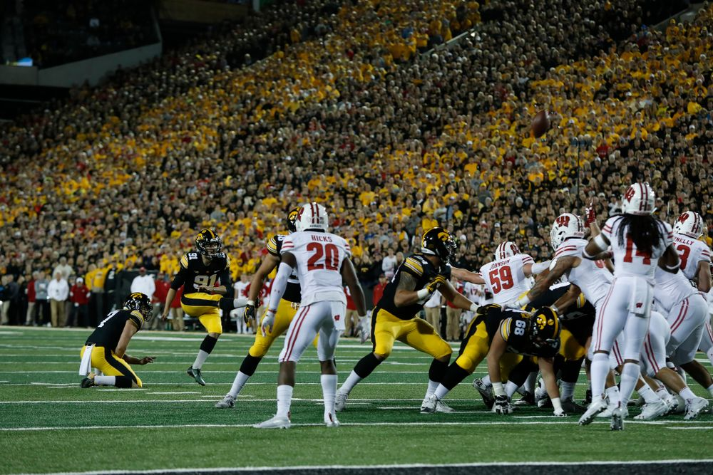 Iowa Hawkeyes place kicker Miguel Recinos (91) against the Wisconsin Badgers Saturday, September 22, 2018 at Kinnick Stadium. (Brian Ray/hawkeyesports.com)