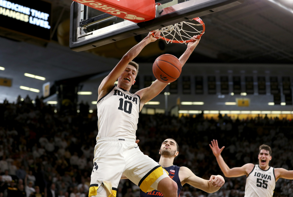 Iowa Hawkeyes guard Joe Wieskamp (10) dunks the ball against the Illinois Fighting Illini Sunday, February 2, 2020 at Carver-Hawkeye Arena. (Brian Ray/hawkeyesports.com)