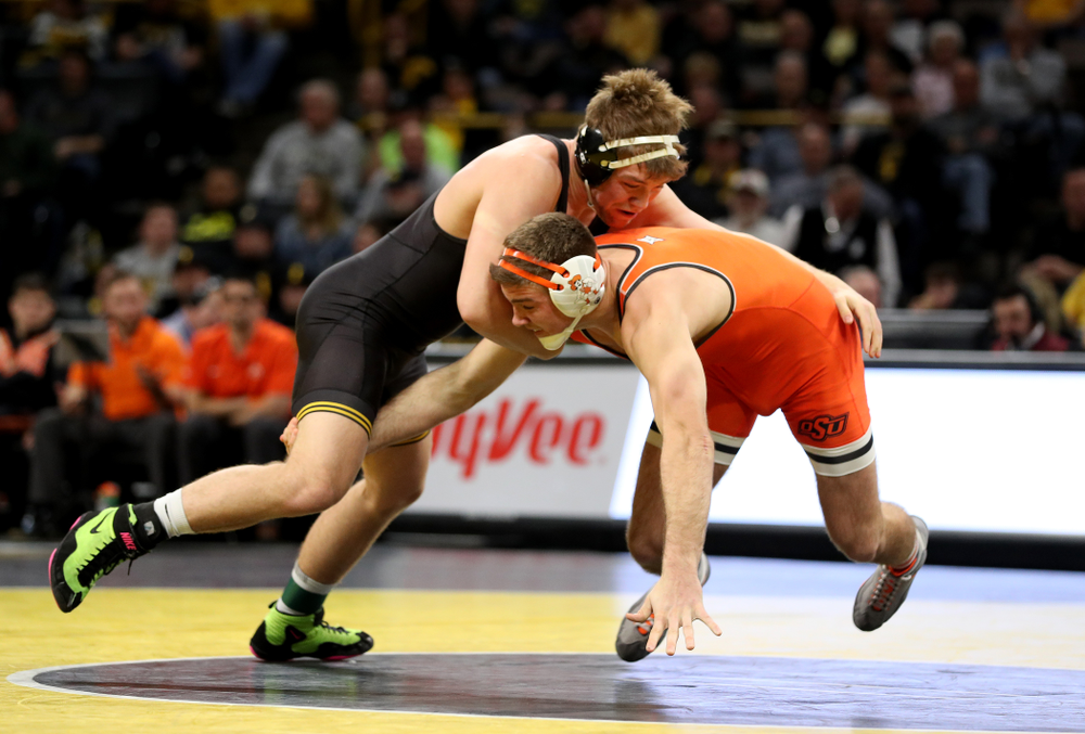 Iowa's Jacob Warner wrestles Oklahoma State's Dakota Geer at 197 pounds Sunday, February 23, 2020 at Carver-Hawkeye Arena. Warner won the match 8-3. (Brian Ray/hawkeyesports.com)