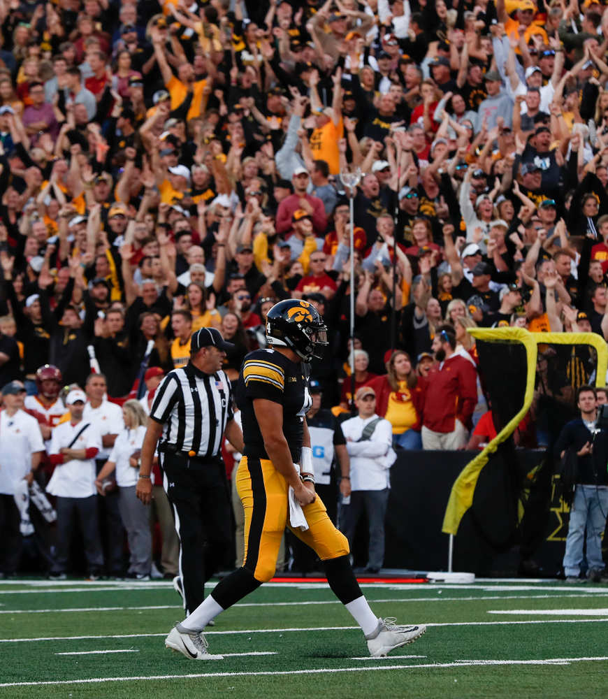 Iowa Hawkeyes quarterback Nate Stanley (4) celebrates a touchdown against the Iowa State Cyclones Saturday, September 8, 2018 at Kinnick Stadium. (Brian Ray/hawkeyesports.com)