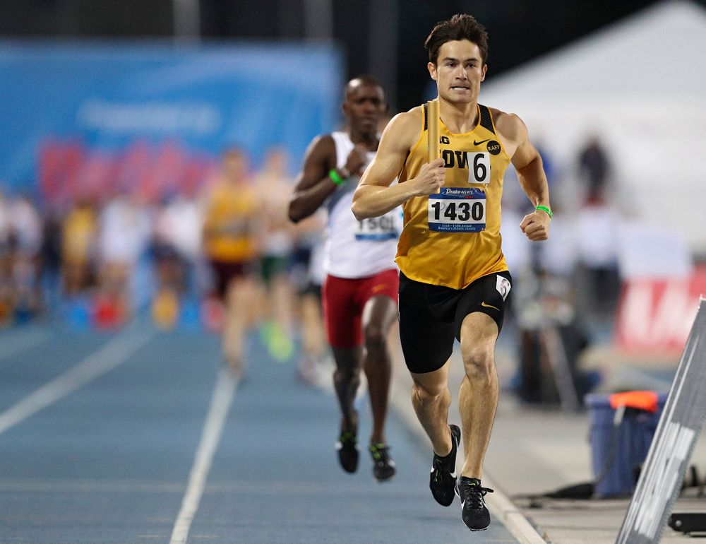 Iowa's Carter Lilly runs the men's 3200 meter relay event during the second day of the Drake Relays at Drake Stadium in Des Moines on Friday, Apr. 26, 2019. (Stephen Mally/hawkeyesports.com)