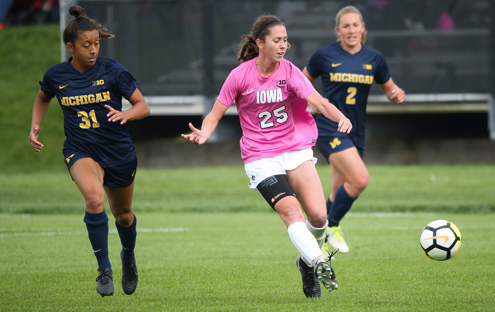 Iowa Hawkeyes midfielder Josie Durr (25) passes the ball during a game against Michigan at the Iowa Soccer Complex on October 14, 2018. (Tork Mason/hawkeyesports.com)