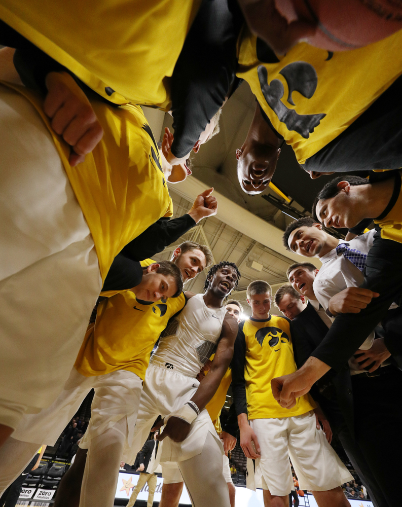 The Iowa Hawkeyes get pumped up for their game against the Pitt Panthers Tuesday, November 27, 2018 at Carver-Hawkeye Arena. (Brian Ray/hawkeyesports.com)