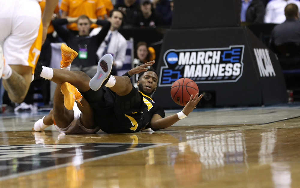 Iowa Hawkeyes guard Isaiah Moss (4) against the Tennessee Volunteers in the second round of the 2019 NCAA Men's Basketball Tournament Sunday, March 24, 2019 at Nationwide Arena in Columbus, Ohio. (Brian Ray/hawkeyesports.com)