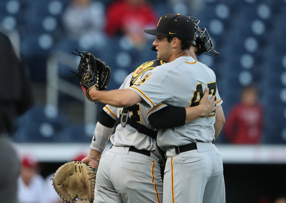 Iowa Hawkeyes Grant Leonard (43) and catcher Austin Martin (34) against the Indiana Hoosiers in the first round of the Big Ten Baseball Tournament Wednesday, May 22, 2019 at TD Ameritrade Park in Omaha, Neb. (Brian Ray/hawkeyesports.com)
