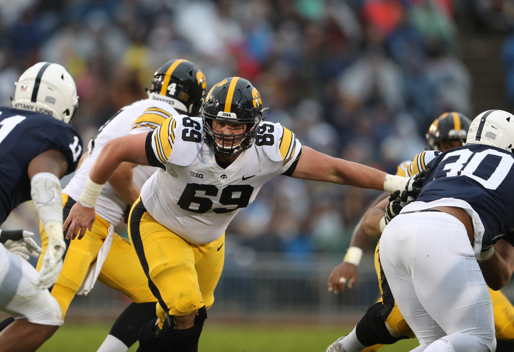 Iowa Hawkeyes offensive lineman Keegan Render (69) against the Penn State Nittany Lions Saturday, October 27, 2018 at Beaver Stadium in University Park, Pa. (Brian Ray/hawkeyesports.com)