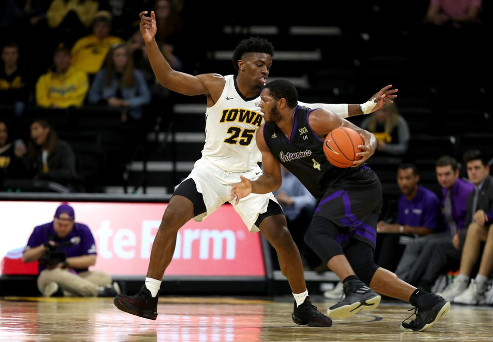 Iowa Hawkeyes forward Tyler Cook (25) against the Western Carolina Catamounts Tuesday, December 18, 2018 at Carver-Hawkeye Arena. (Brian Ray/hawkeyesports.com)