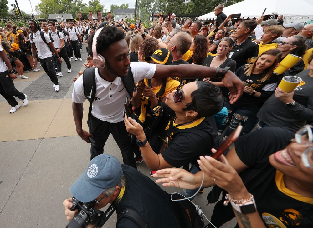 Iowa Hawkeyes defensive back Terry Roberts (16) hugs family members as the team arrives before their game against the Miami RedHawks Saturday, August 31, 2019 at Kinnick Stadium in Iowa City. (Brian Ray/hawkeyesports.com)