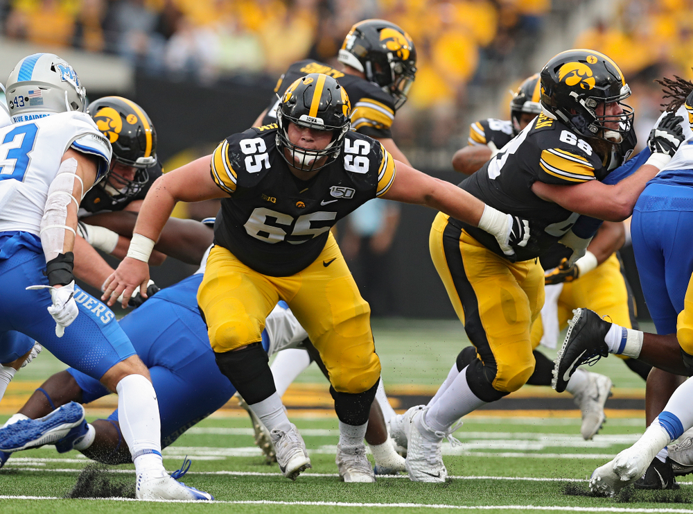 Iowa Hawkeyes offensive lineman Tyler Linderbaum (65) looks to block during the first quarter of their game at Kinnick Stadium in Iowa City on Saturday, Sep 28, 2019. (Stephen Mally/hawkeyesports.com)