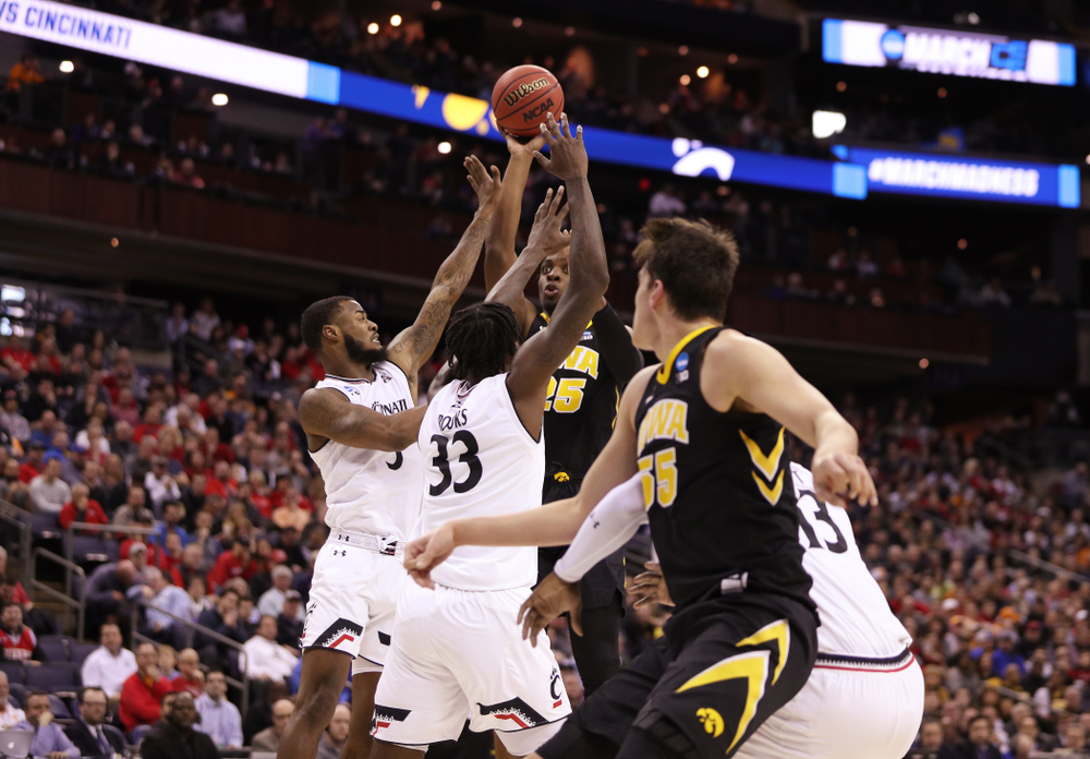 Iowa Hawkeyes forward Tyler Cook (25) against the Cincinnati Bearcats in the first round of the 2019 NCAA Men's Basketball Tournament Friday, March 22, 2019 at Nationwide Arena in Columbus, Ohio. (Brian Ray/hawkeyesports.com)